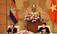Pembicaraan antara Ketua Parlemen dua negara Vietnam dan Kamboja