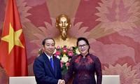 Ketua MN Nguyen Thi Kim Ngan menerima Ketua  Mahkamah Rakyat  Agung Laos, Khampha Sengdara