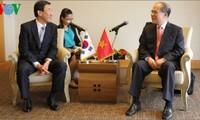 Parlamentspräsident Nguyen Sinh Hung trifft Südkoreas Investoren