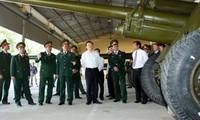 Staatspräsident Truong Tan Sang besucht Einheiten der Militärzone Nr. 7