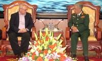 Vize-Verteidigungsminister Nguyen Chi Vinh empfängt den ehemaligen US-Botschafter in Vietnam