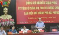 Vize-Premierminister Nguyen Xuan Phuc macht eine Dienstreise in die Hafenstadt Hai Phong