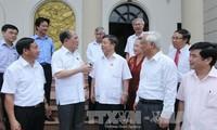 Parlamentspräsident Nguyen Sinh Hung trifft Wähler der Provinz Ha Tinh