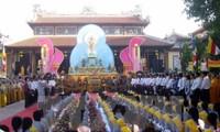 Vorsitzender der Vaterländischen Front Vietnams beglückwünscht Buddhisten zum Geburtstag Buddhas
