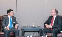 Vize-Premierminister und Außenminister Pham Binh Minh trifft Außenminister Estlands und Rumäniens