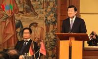 Staatspräsident Truong Tan Sang nimmt am vietnamesisch-deutschen Unternehmensforum teil