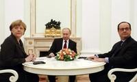Spitzenpolitiker Russlands, Deutschlands und Frankreichs diskutieren die Ukraine-Krise