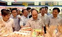 Premierminister Nguyen Xuan Phuc überprüft Nahrungsmittelhygiene in Ho Chi Minh Stadt
