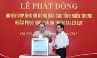 Premierminister Nguyen Xuan Phuc startet Spendenaktion für Opfer der Fluten in Zentralvietnam
