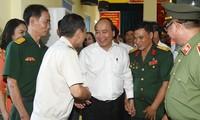 Premierminister Nguyen Xuan Phuc besucht Betrieb der Kriegsversehrten in Hai Phong