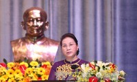 Parlamentspräsidentin Nguyen Thi Kim Ngan besucht die Universität Ton Duc Thang