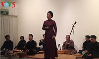 Heines Gedichtdarbietung: Die Harmonie zwischen deutschen Gedichten und vietnamesischer Musik