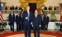 Premierminister Nguyen Xuan Phuc führt Unterredung mit US-Präsident Donald Trump