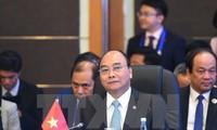 Premierminister Nguyen Xuan Phuc nimmt an Vollversammlung des 31. ASEAN-Gipfels teil