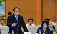 Abgeordnete stellen weiterhin dem Minister für Information und Kommunikation Fragen