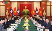 KPV-Generalsekretär Nguyen Phu Trong führt Gespräch mit dem laotischen Parteichef