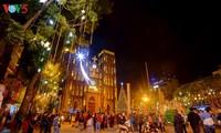 Weihnachtsstimmung bei Kirchen in Hanoi