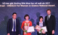 Verleihung des Preises L'oreal-UNESCO 2017 an Wissenschaftlerinnen