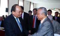 Premierminister Nguyen Xuan Phuc trifft Pensionären des Regierungsbüros