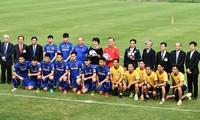 Südkoreas Präsident Moon Jae-in trifft U23-Fussballmannschaft Vietnams