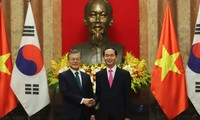 Südkoreas Präsident Moon Jae-in beendet Besuch in Vietnam