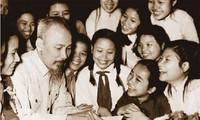 Feierlichkeiten zum 128. Geburtstag des Präsidenten Ho Chi Minh im Ausland