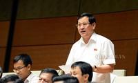 Parlament diskutiert den Gesetzesentwurf für Tierzucht und Gesetzesentwurf für Volkspolizei