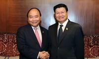 Premierminister Nguyen Xuan Phuc führt Gespräche mit den Premierministern Thailands und Laos