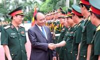 Premierminister Nguyen Xuan Phuc führt Arbeitstreffen mit dem Konzern Viettel