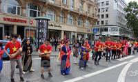 Die Bemühungen einer Vietnamesin, Vietnamesisch in Deutschland zu unterrichten