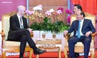Premierminister Nguyen Xuan Phuc empfängt Leiter von Facebook