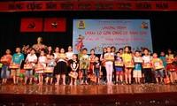 Veranstaltung des Vollmondfestes für Kinder im ganzen Land