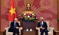 Vize-Parlamentspräsident Uong Chu Luu empfängt britische Abgeordneten