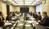 Vize-Premierminister Trinh Dinh Dung trifft Vertreter der russischen Unternehmen