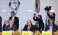 Premierminister Nguyen Xuan Phuc beginnt seine Tätigkeiten in der 26. Hochrangigen APEC-Woche