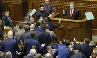 Das Parlament der Ukraine ratifiziert Ausnahmezustand-Vorschlag