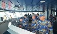 Seepolizei Vietnams und Chinas überprüfen den Fischereiverband in Tonkinbucht