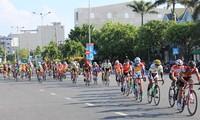 Eröffnung des Radrennens durch ländliche Gebiete