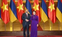 Parlamentspräsidentin Nguyen Thi Kim Ngan empfängt Armeniens Premierminister