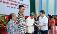 Vize-Premierminister Vu Duc Dam überreicht Agent-Orange-Opfern in Phu Yen Geschenke