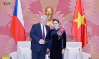 응우옌 티 낌 응언 국회의장, 체코 공화국 하원부주석 회견