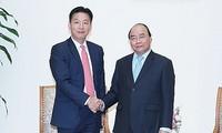 응우옌 쑤언 푹 총리, 일본 대사 및 AEON그룹 지도자 접견