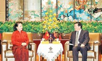 응우옌 티 낌 응언 국회의장, 중국 장쑤성 공산당 서기 접견
