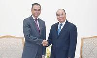 응우옌 쑤언 푹 총리, Zamruni Khalid 말레이시아 대사 접견