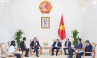 응우옌 쑤언 푹 총리, 이임하는  크리스찬 버거 독일 연방 대사 접견