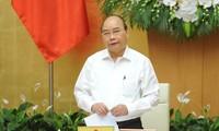응우옌 쑤언 푹 총리, 법률 구축에 대한 정부회의 주재