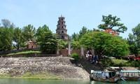 후에의 신성한 티엔무 (Thiên Mụ) 사원