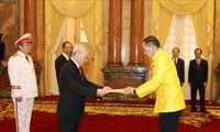 응우옌 푸 쫑 서기장 – 국가주석, 각국 대사들과 회견