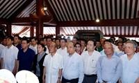 총리 및 국회의장, 호찌민 주석 참배