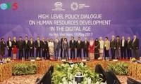 SOM2-APEC 2017: qualifier les ressources humaines à l'ère numérique